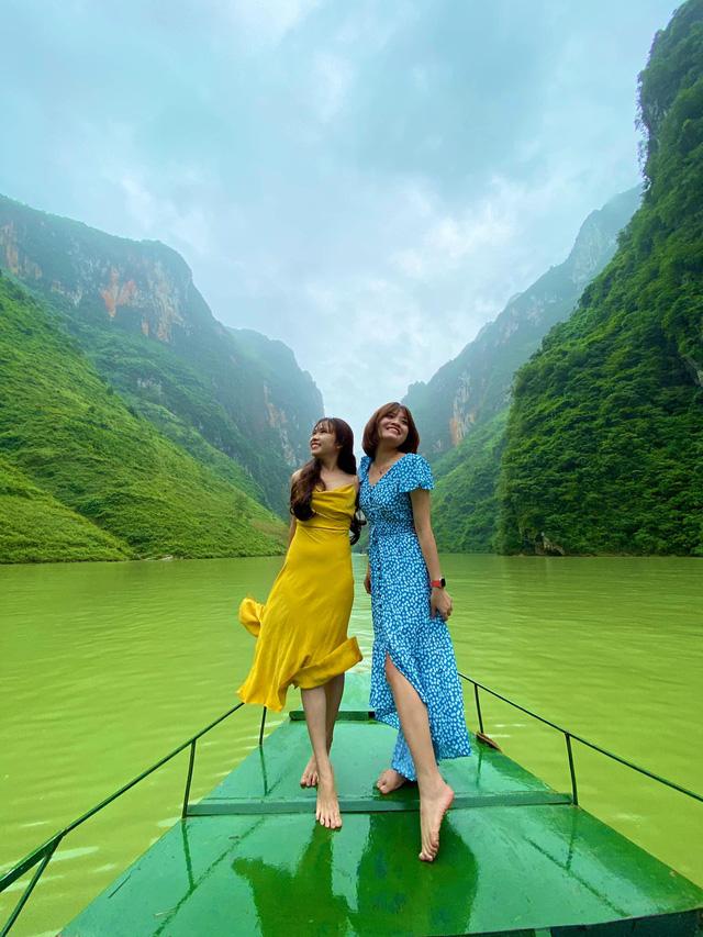 Hà Giang hoang sơ nhưng đầy thơ mộng: Chinh phục dốc Bắc Sum hiểm trở, ngắm dòng Nho Quế xanh mướt giữa núi đá, hẻm Tu Sản ôm mây  - Ảnh 11.