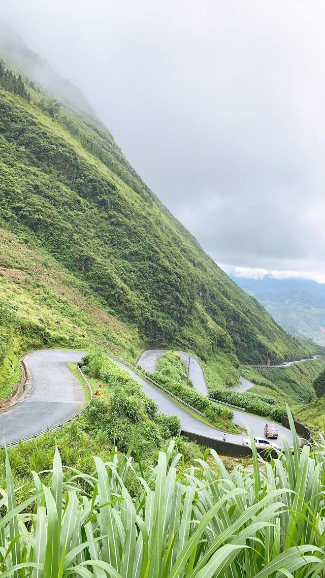 Hà Giang hoang sơ nhưng đầy thơ mộng: Chinh phục dốc Bắc Sum hiểm trở, ngắm dòng Nho Quế xanh mướt giữa núi đá, hẻm Tu Sản ôm mây  - Ảnh 3.