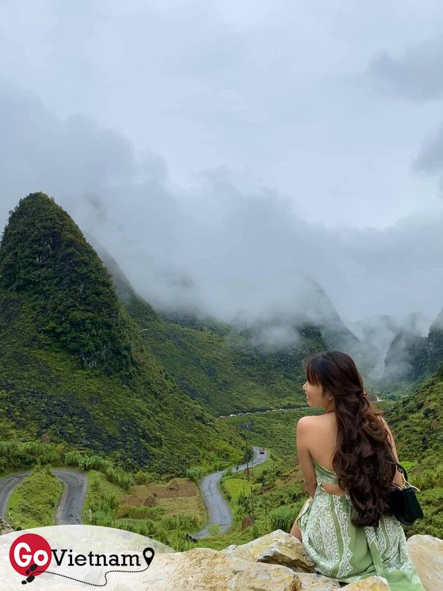 Hà Giang hoang sơ nhưng đầy thơ mộng: Chinh phục dốc Bắc Sum hiểm trở, ngắm dòng Nho Quế xanh mướt giữa núi đá, hẻm Tu Sản ôm mây  - Ảnh 4.