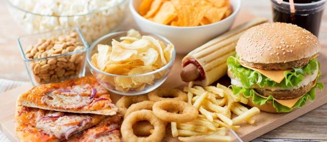 Những thực phẩm siêu chế biến này rất ngon, ai cũng thích nhưng hóa ra lại có thể khiến bạn thiếu hụt dinh dưỡng và tăng cân - Ảnh 3.