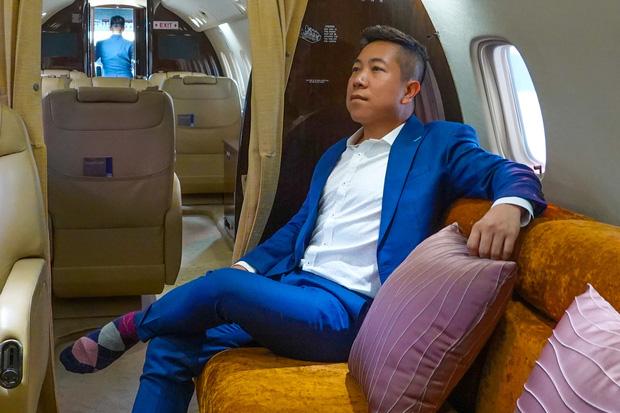 """YouTuber bị gắn mác """"giàu ngầm"""" của Việt Nam: Từng đến 30 quốc gia, mỗi năm đổ hết tiền bạc đi hơn trăm chuyến bay xa xỉ để review - Ảnh 2."""