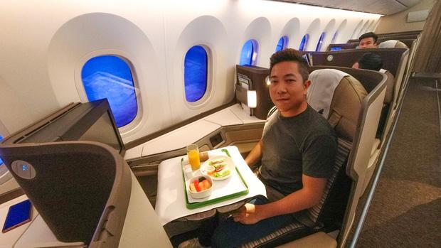 """YouTuber bị gắn mác """"giàu ngầm"""" của Việt Nam: Từng đến 30 quốc gia, mỗi năm đổ hết tiền bạc đi hơn trăm chuyến bay xa xỉ để review - Ảnh 13."""