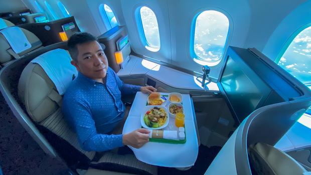 """YouTuber bị gắn mác """"giàu ngầm"""" của Việt Nam: Từng đến 30 quốc gia, mỗi năm đổ hết tiền bạc đi hơn trăm chuyến bay xa xỉ để review - Ảnh 4."""