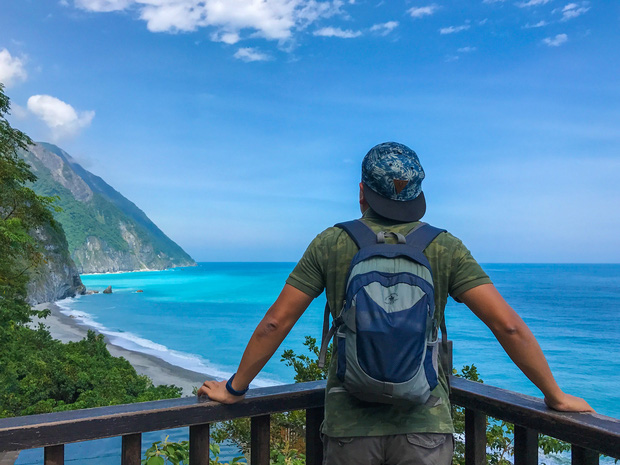 """YouTuber bị gắn mác """"giàu ngầm"""" của Việt Nam: Từng đến 30 quốc gia, mỗi năm đổ hết tiền bạc đi hơn trăm chuyến bay xa xỉ để review - Ảnh 5."""