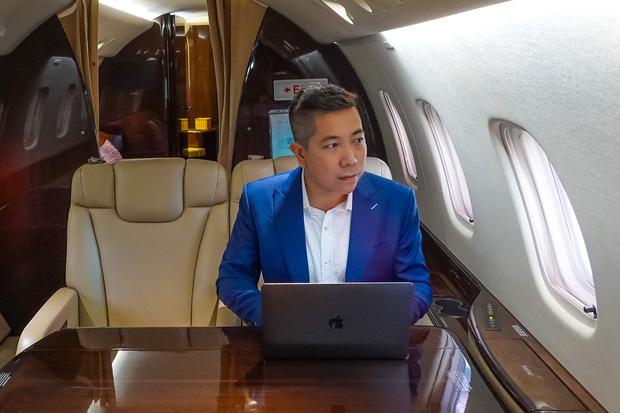 """YouTuber bị gắn mác """"giàu ngầm"""" của Việt Nam: Từng đến 30 quốc gia, mỗi năm đổ hết tiền bạc đi hơn trăm chuyến bay xa xỉ để review - Ảnh 6."""