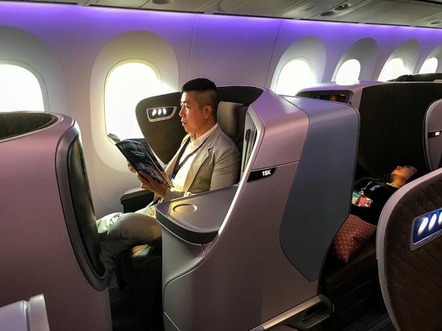 """YouTuber bị gắn mác """"giàu ngầm"""" của Việt Nam: Từng đến 30 quốc gia, mỗi năm đổ hết tiền bạc đi hơn trăm chuyến bay xa xỉ để review - Ảnh 10."""
