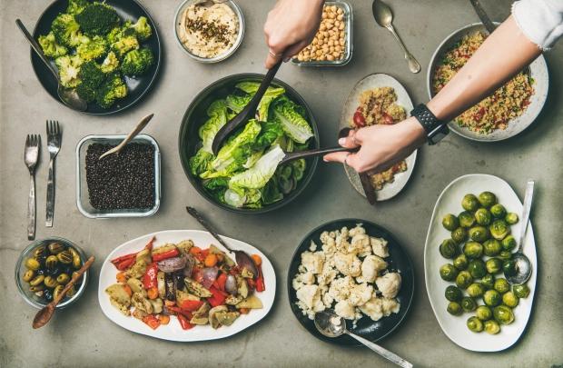 Bông cải xanh, sữa và đậu phộng có thể làm giảm nguy cơ mắc ung thư ruột nhờ có các chất dinh dưỡng này - Ảnh 1.
