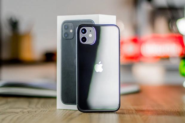 Công nhân Trung Quốc lắp ráp iPhone 12 xuyên Trung Thu để kịp ngày ra mắt - Ảnh 2.