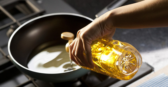 Đừng bao giờ dùng 2 loại dầu ăn này để nấu nướng cho gia đình vì chúng nguy hiểm ngang thuốc độc, tiềm ẩn nhiều nguy cơ bệnh tật và ung thư - Ảnh 4.