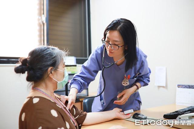 Chỉ bị co giật ở vai phải, đến bệnh viện khám, người phụ nữ sốc nặng khi được chẩn đoán ung thư giai đoạn cuối - Ảnh 2.