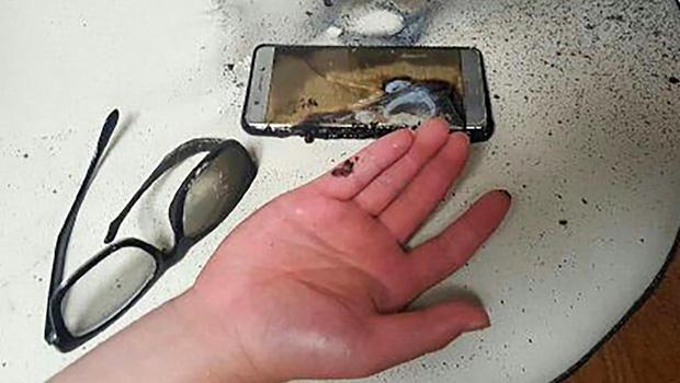 Xử lý cực nhanh khi phát hiện điện thoại bị phồng pin - Ảnh 1.