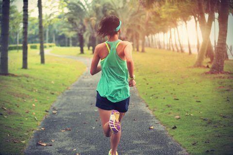 Chạy bộ đem lại đủ lợi ích sức khỏe nhưng cũng có tác dụng phụ: Người mới bắt đầu nhất định phải chú ý - Ảnh 1.