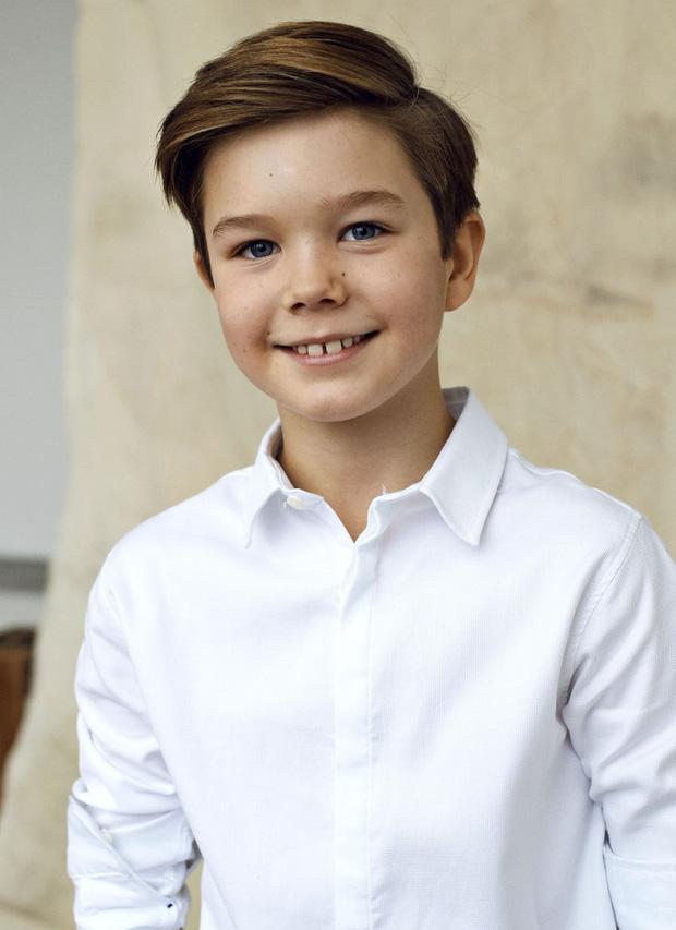 Cặp song sinh Hoàng gia Đan Mạch gây sốt MXH với màn lột xác ở tuổi lên 10, độ hot không thua kém Hoàng tử công chúa nước Anh - Ảnh 4.
