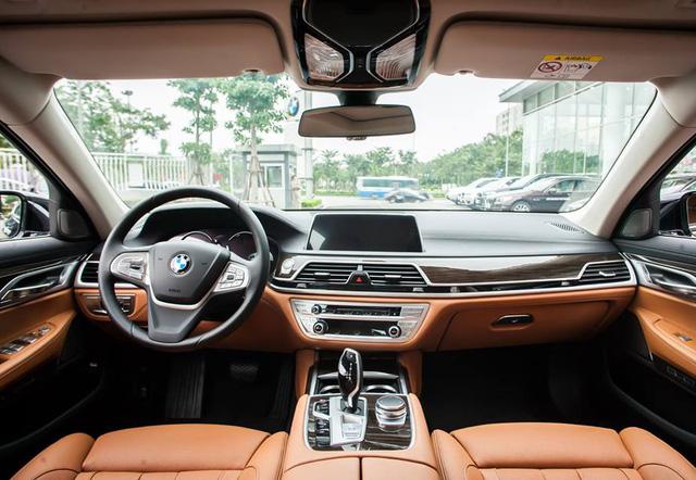 BMW 7-Series dọn kho giảm giá còn từ hơn 3,3 tỷ đồng: Sedan 'full-size' giá rẻ nhất Việt Nam - Ảnh 3.