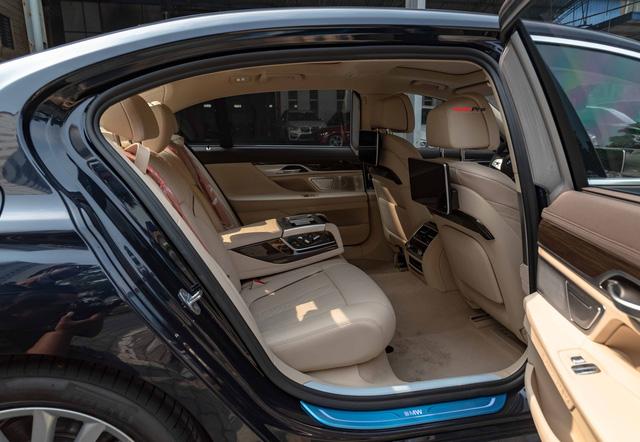 BMW 7-Series dọn kho giảm giá còn từ hơn 3,3 tỷ đồng: Sedan 'full-size' giá rẻ nhất Việt Nam - Ảnh 10.