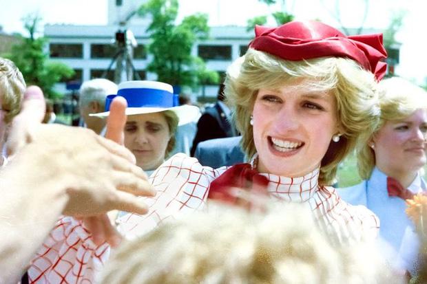 7 lý do khiến Diana dù là một Công nương nổi loạn nhưng lại là nhân vật được yêu mến nhất Hoàng gia Anh - Ảnh 12.