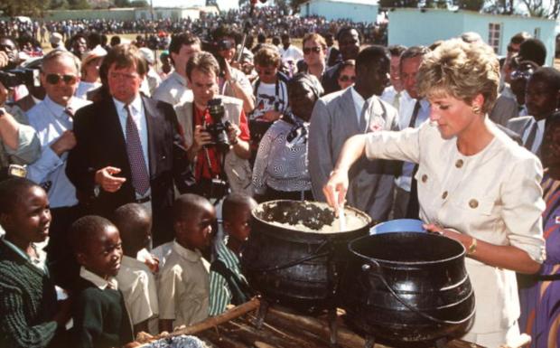 7 lý do khiến Diana dù là một Công nương nổi loạn nhưng lại là nhân vật được yêu mến nhất Hoàng gia Anh - Ảnh 3.