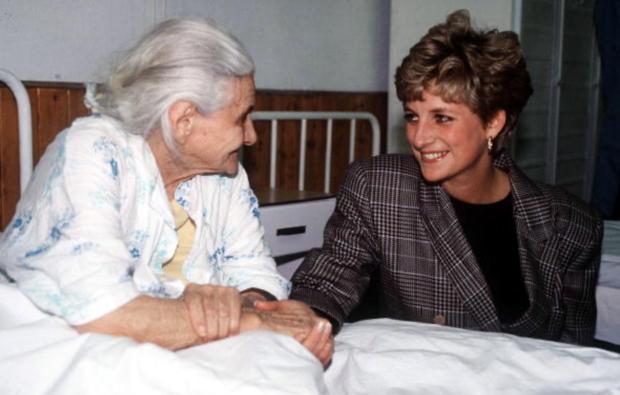 7 lý do khiến Diana dù là một Công nương nổi loạn nhưng lại là nhân vật được yêu mến nhất Hoàng gia Anh - Ảnh 5.