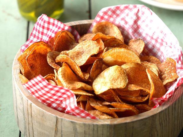 4 loại thực phẩm dễ gây ra nguy cơ mắc ung thư vú nhưng vẫn xuất hiện trên bàn ăn hàng ngày - Ảnh 2.