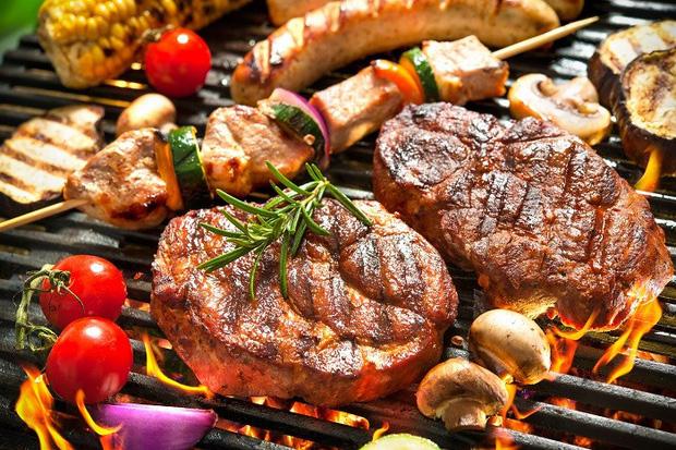 4 loại thực phẩm dễ gây ra nguy cơ mắc ung thư vú nhưng vẫn xuất hiện trên bàn ăn hàng ngày - Ảnh 3.