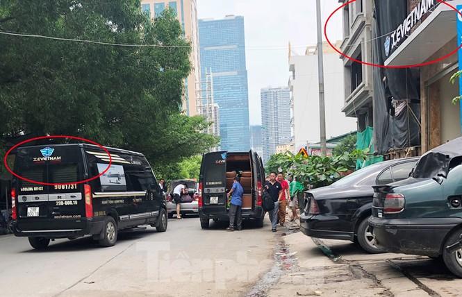 Tận thấy bến cóc, xe dù náo loạn đường phố Hà Nội - Ảnh 2.