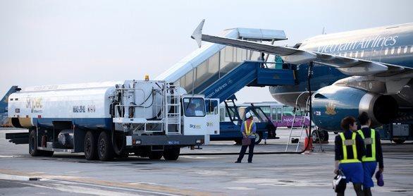 Mức thuế bảo vệ môi trường đối với nhiên liệu bay tiếp tục giảm đến hết 2021 - Ảnh 1.
