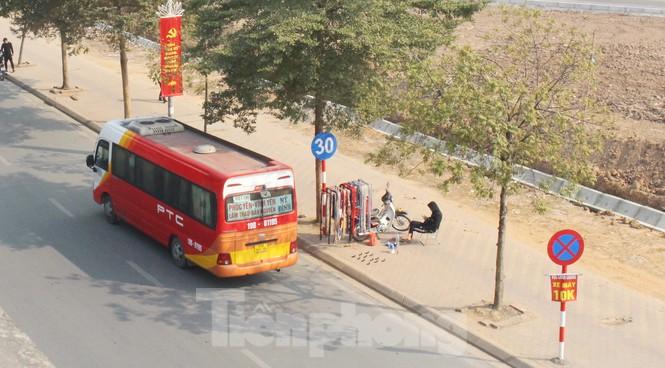 Tận thấy bến cóc, xe dù náo loạn đường phố Hà Nội - Ảnh 12.