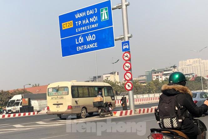Tận thấy bến cóc, xe dù náo loạn đường phố Hà Nội - Ảnh 14.