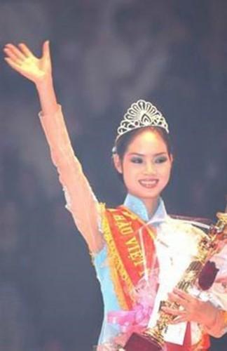 Nữ sinh chuyên Lý 17 tuổi trở thành Hoa hậu Việt Nam 2002, trốn showbiz đi du học giờ thay đổi chóng mặt, nhan sắc gây bất ngờ - Ảnh 1.
