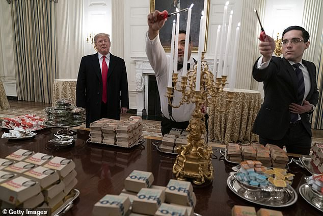 Khoảnh khắc ông Biden bối rối vì cánh cửa Nhà Trắng mãi không mở  - Ảnh 2.