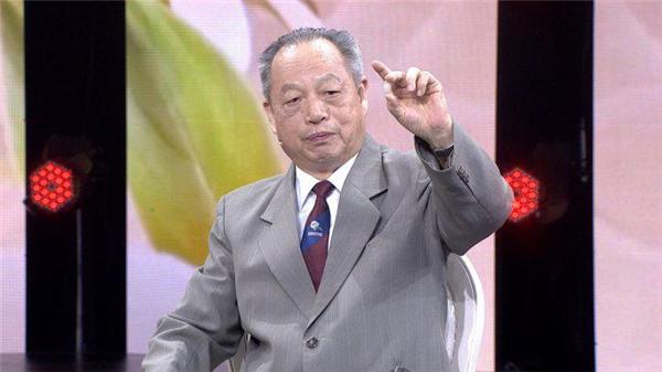 Kiên trì ăn nho khô suốt 20 năm, bác sĩ nổi tiếng Trung Quốc nhận về vô vàn những lợi ích này cho sức khỏe - Ảnh 1.