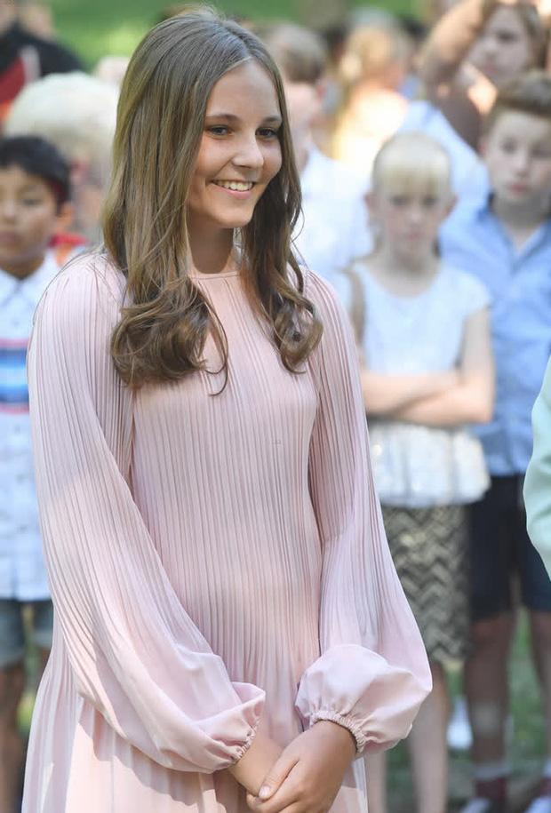 Công chúa kế vị của Na Uy vừa tròn 17 tuổi đã đốn tim với nhan sắc nổi bật, chia sẻ đến lúc lớn mới biết mình là Công chúa - Ảnh 5.
