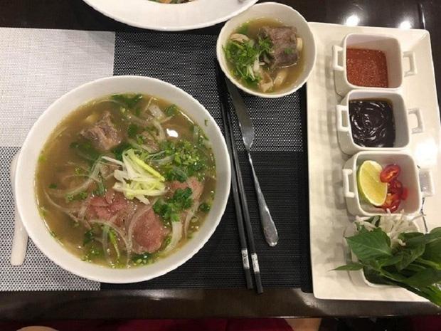 Những món ăn bán với mức giá hú hồn ngay tại Việt Nam: Phở chọc trời đã là gì so với hộp cơm văn phòng giá 29 triệu - Ảnh 7.