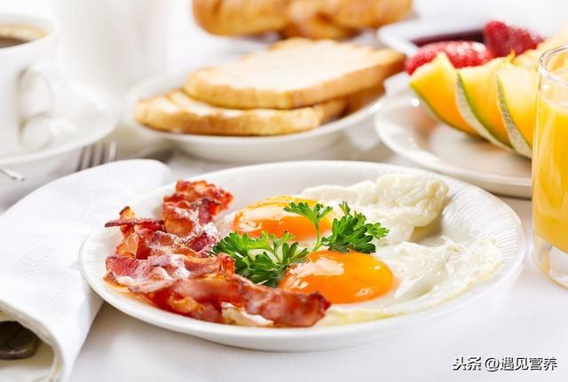 3 thói quen ăn sáng làm tổn thương dạ dày nghiêm trọng nhất, hơn nữa còn ảnh hưởng đến sức khỏe, khó hấp thụ dinh dưỡng - Ảnh 1.