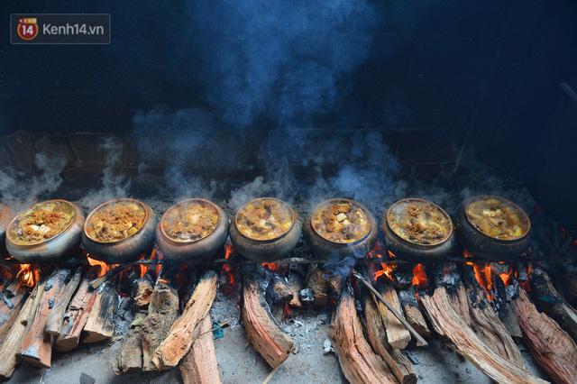Sự kỳ công của người dân làng Vũ Đại để tạo ra nồi cá kho ngon nức tiếng: Chỉ cần sơ ý vài giây, nồi cá bạc triệu sẽ cháy thành than  - Ảnh 1.