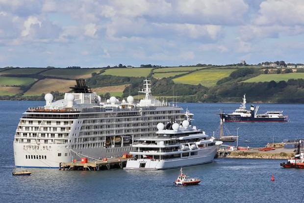 Choáng toàn tập với độ giàu có và cách tiêu tiền của những Hoàng gia giàu nhất thế giới: Hóa ra sở hữu siêu xe, du thuyền mới chỉ là mức cơ bản - Ảnh 13.