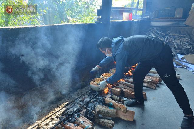 Sự kỳ công của người dân làng Vũ Đại để tạo ra nồi cá kho ngon nức tiếng: Chỉ cần sơ ý vài giây, nồi cá bạc triệu sẽ cháy thành than  - Ảnh 17.
