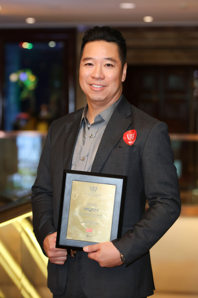 John Lê - founder Propzy: Việt kiều Mỹ về Việt Nam startup môi giới nhà đất 5 sao ở thị trường thứ cấp, tham vọng phục vụ người Việt từ khi ra ở riêng tới hết cuộc đời  - Ảnh 2.