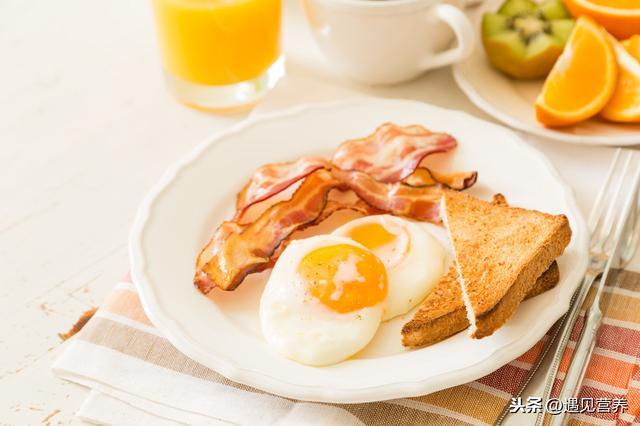 3 thói quen ăn sáng làm tổn thương dạ dày nghiêm trọng nhất, hơn nữa còn ảnh hưởng đến sức khỏe, khó hấp thụ dinh dưỡng - Ảnh 4.