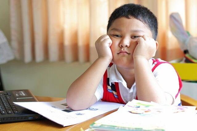 Trẻ có IQ cao thường làm những hành động khác biệt, người lớn đừng vội can thiệp nếu không muốn ảnh hưởng đến trí não của trẻ - Ảnh 2.