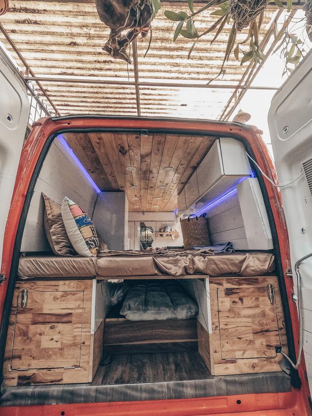 Chi 250 triệu đồng để biến xe cũ thành nhà, đôi vợ chồng trẻ thực hiện hành trình xuyên Việt trong không gian sống chỉ 6m2 - Ảnh 11.