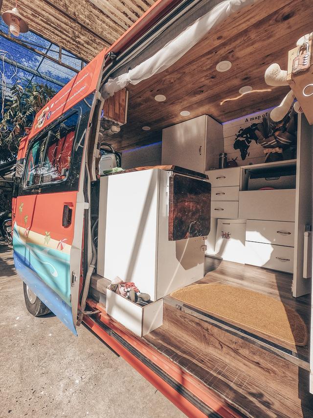 Chi 250 triệu đồng để biến xe cũ thành nhà, đôi vợ chồng trẻ thực hiện hành trình xuyên Việt trong không gian sống chỉ 6m2 - Ảnh 12.