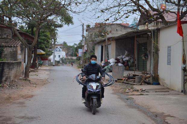 Ảnh: Phong tỏa 1 thôn ở Hải Dương, giãn cách xã hội 1 xã liên quan đến nữ công nhân dương tính Covid-19 - Ảnh 3.