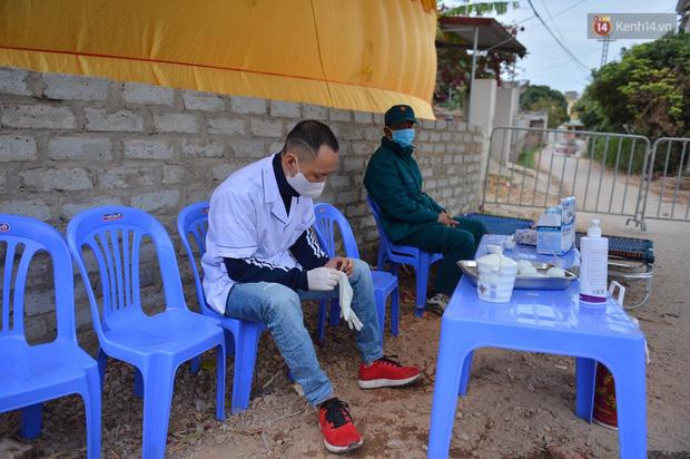 Ảnh: Phong tỏa 1 thôn ở Hải Dương, giãn cách xã hội 1 xã liên quan đến nữ công nhân dương tính Covid-19 - Ảnh 8.