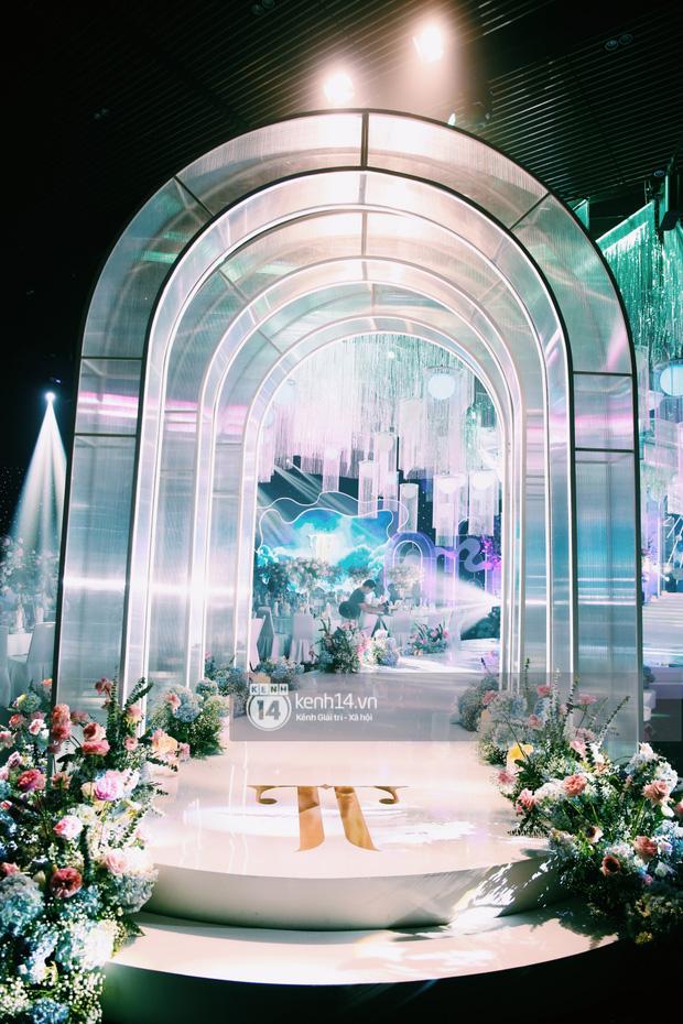 Cận cảnh không gian tiệc cưới sang chảnh hơn 20 tỷ đồng của Tổng giám đốc Phan Thành - Ảnh 9.