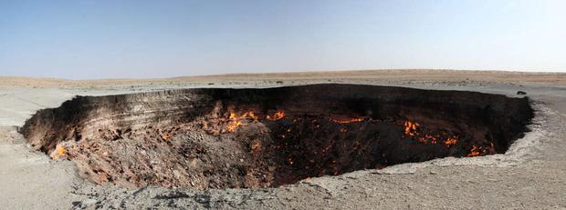 Câu chuyện về cổng địa ngục khổng lồ rực lửa suốt 50 năm: Khai mở chỉ vì một sai lầm không thể cứu vãn của con người - Ảnh 2.