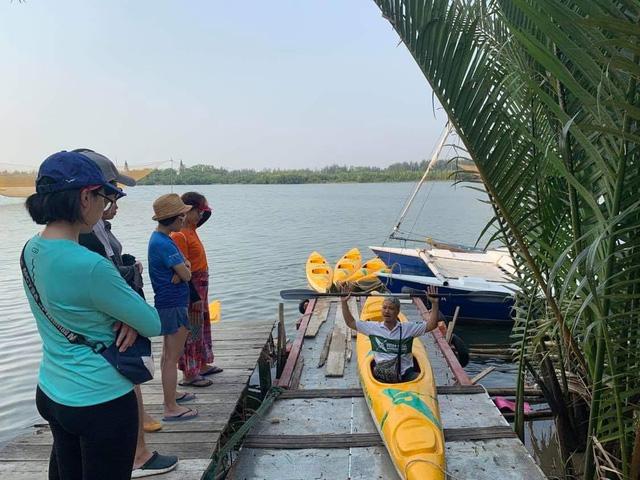 Những điều ý nghĩa người thực sự yêu du lịch làm được trong năm 2020: Thành lập tour du lịch sinh thái vừa chèo thuyền vừa vớt rác, sản xuất ống hút cỏ sậy bảo vệ môi trường  - Ảnh 2.