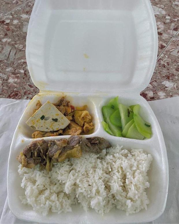 Hình ảnh tiếp tế đồ ăn thức uống trong các khu cách ly ở Hải Dương khiến ai xem xong cũng cảm thấy ấm lòng - Ảnh 4.