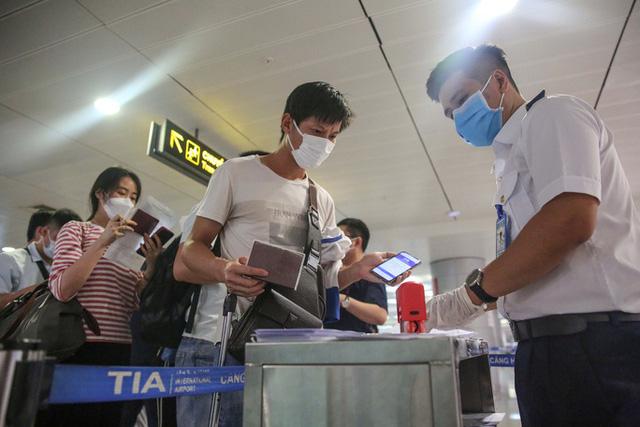 Khách qua sân bay Tân Sơn Nhất giảm 26% dịp Tết - Ảnh 1.