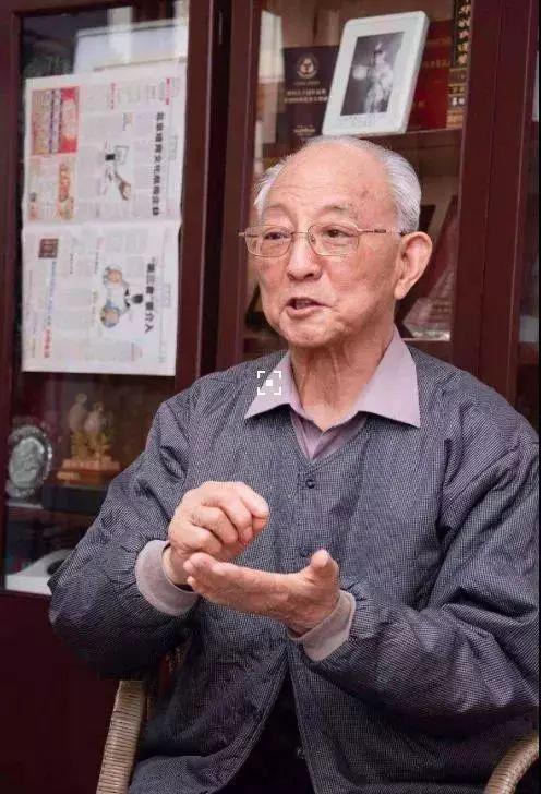 Vị bác sĩ 88 tuổi vẫn khỏe khoắn như tuổi 60, 50 năm chưa hề mắc bệnh cảm lạnh: Bí quyết của ông đến từ 5 điều rất đơn giản - Ảnh 3.